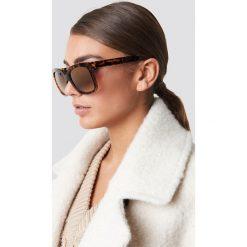 Luisa Lion x NA-KD Okulary przeciwsłoneczne Top Studded - Brown. Brązowe okulary przeciwsłoneczne damskie marki Luisa Lion x NA-KD. Za 60,95 zł.