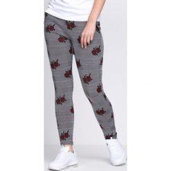 Spodnie damskie: Szaro-Różowe Legginsy Stand Up