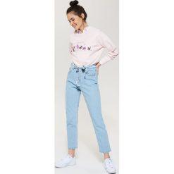 Spodnie damskie: Jeansy regular fit z wysokim stanem - Niebieski