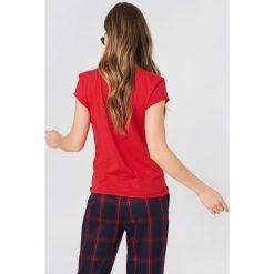 NA-KD T-shirt J'adore - Red. Czerwone t-shirty damskie NA-KD, z nadrukiem, z bawełny. W wyprzedaży za 51,07 zł.