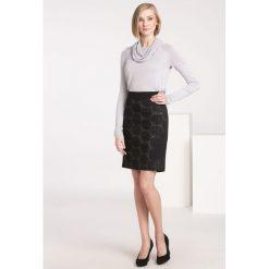 Spódniczki: Spódnica z tłoczonym wzorem