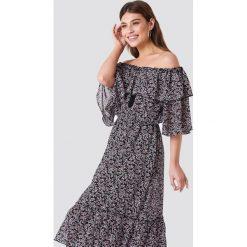 NA-KD Boho Sukienka maxi z odkrytymi ramiona - Multicolor. Niebieskie długie sukienki marki NA-KD Boho, na imprezę, w koronkowe wzory, z koronki, boho, na ramiączkach. W wyprzedaży za 142,07 zł.