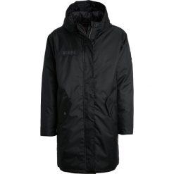Derbe JOKE Płaszcz zimowy black. Czarne płaszcze na zamek męskie Derbe, na zimę, m, z materiału. W wyprzedaży za 557,40 zł.