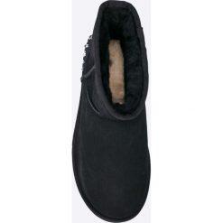 UGG - Botki Mini Studded. Czarne botki damskie na obcasie marki Mohito. W wyprzedaży za 779,90 zł.