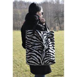 Torba tote XXL - zebra. Szare torebki klasyczne damskie marki Pakamera, z motywem zwierzęcym, ze skóry, duże. Za 139,00 zł.