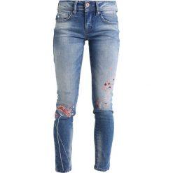 Freeman T. Porter ELLYN Jeansy Slim Fit blue. Niebieskie jeansy damskie marki Freeman T. Porter. Za 379,00 zł.