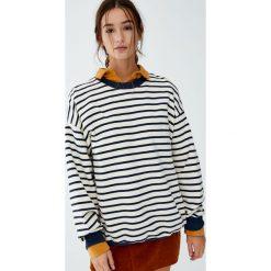 Bluza w marynarskie paski. Szare bluzy rozpinane damskie Pull&Bear, w paski. Za 89,90 zł.
