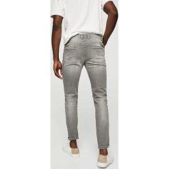 Mango Man - Jeansy Tim2. Szare jeansy męskie slim marki Mango Man. W wyprzedaży za 99,90 zł.