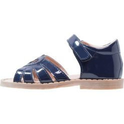 STUPS Sandały navy. Niebieskie sandały chłopięce STUPS, z materiału, z otwartym noskiem. W wyprzedaży za 126,65 zł.