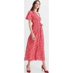 Długie sukienki: Vero Moda Tall VMMOLLY LONG WRAP DRESS  Długa sukienka poppy red