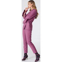 Spodnie z wysokim stanem: NA-KD Trend Spodnie garniturowe z wysokim stanem – Purple
