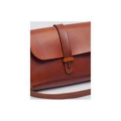 Torebka z drewnem R4m koniak. Brązowe torebki klasyczne damskie Republic, w paski, z lakierowanej skóry, duże. Za 340,00 zł.