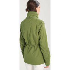 Bench ASYMMETRIC WAISTED JACKET Kurtka przejściowa dark green. Brązowe kurtki damskie Bench, xs, z bawełny. W wyprzedaży za 359,40 zł.