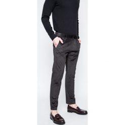 Guess Jeans - Spodnie. Szare jeansy męskie skinny Guess Jeans, z aplikacjami, z bawełny. W wyprzedaży za 269,90 zł.