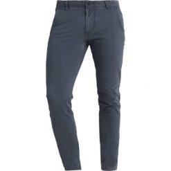 DOCKERS SMART 360 FLEX ALPHA SKINNY Spodnie materiałowe ombre blue. Niebieskie rurki męskie DOCKERS, z bawełny. Za 399,00 zł.