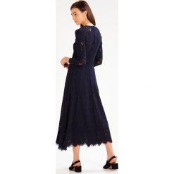 IVY & OAK Długa sukienka navy blue. Niebieskie długie sukienki IVY & OAK, z bawełny, z długim rękawem. W wyprzedaży za 575,20 zł.