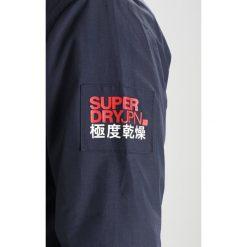 Superdry WIND ATTACKER Kurtka przejściowa ink. Czarne kurtki męskie przejściowe Superdry, m, z materiału. W wyprzedaży za 447,20 zł.