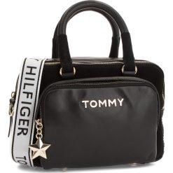 Torebka TOMMY HILFIGER - Corp Highlight Duffl AW0AW05722 002. Czarne torebki klasyczne damskie TOMMY HILFIGER, ze skóry, duże. Za 1099,00 zł.