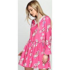 Fuksjowa Sukienka Sleepy Petal. Różowe sukienki letnie marki numoco, l, z dekoltem w łódkę, oversize. Za 79,99 zł.