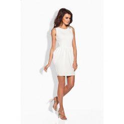 Klasyczna sukienka w formie bombki ekri IVETTE. Białe sukienki balowe Lemoniade, z klasycznym kołnierzykiem, bombki. Za 89,90 zł.