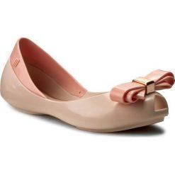Baleriny MELISSA - Mel Queen III Inf 31879  Light Pink 01276. Czerwone baleriny damskie Melissa, z tworzywa sztucznego. W wyprzedaży za 189,00 zł.