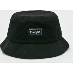 True Spin - Kapelusz Plain Buckets. Czarne kapelusze męskie True Spin, z bawełny. W wyprzedaży za 59,90 zł.