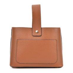 Torebka w kolorze koniaku - (S)25 x (W)17 x (G)10,5 cm. Brązowe torebki klasyczne damskie Bestsellers bags, z materiału. W wyprzedaży za 229,95 zł.