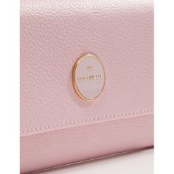 Coccinelle LUNAIRE Portfel graceful pink. Czarne portfele damskie marki Coccinelle. Za 599,00 zł.