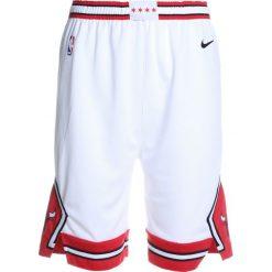 Nike Performance SWINGMAN ASSOCIATION SHORT Krótkie spodenki sportowe white/red. Białe spodenki chłopięce Nike Performance, z materiału, sportowe. W wyprzedaży za 127,20 zł.