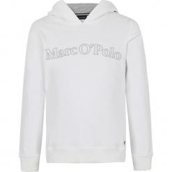 Bluza w kolorze białym. Białe bluzy dziewczęce z nadrukiem marki Marc O'Polo Junior, z okrągłym kołnierzem, z długim rękawem. W wyprzedaży za 105,95 zł.