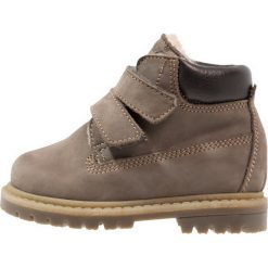 Ocra Botki airone grigio. Szare buty zimowe damskie Ocra, z futra. W wyprzedaży za 359,25 zł.