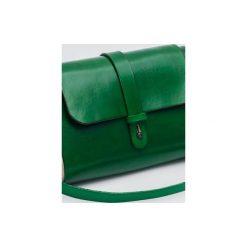 Torebka z drewnem R4m zielona. Zielone torebki klasyczne damskie Republic, w paski, z lakierowanej skóry, duże. Za 340,00 zł.