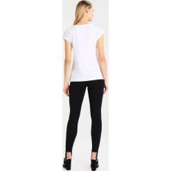 T-shirty damskie: Kaffe CHERRISH SHIRT Tshirt z nadrukiem optical white