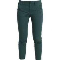 GStar BRONSON MID SKINNY CHINO  Spodnie materiałowe maple green. Zielone rurki damskie G-Star, z bawełny. Za 419,00 zł.