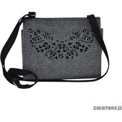 Torebka filcowa - szara -czarny ażur- folk. Czarne torebki klasyczne damskie Pakamera, w ażurowe wzory, małe. Za 95,00 zł.