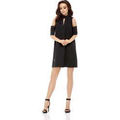 Wizytowa Sukienka o Linii A z Wyciętymi Ramionami - Czarna. Czarne sukienki koktajlowe marki Molly.pl, na imprezę, l, z tkaniny, dekolt w kształcie v, z krótkim rękawem, mini, proste. Za 158,90 zł.