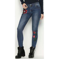 Niebieskie Jeansy Sequin Roses. Niebieskie jeansy damskie Born2be. Za 64,99 zł.