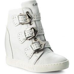 Sneakersy CARINII - B4387 G34-000-000-B88. Białe sneakersy damskie Carinii, z materiału. W wyprzedaży za 289,00 zł.