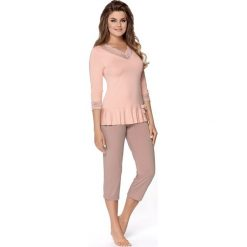 Piżama damska Dalida. Różowe piżamy damskie Astratex, w koronkowe wzory, z dzianiny. Za 116,39 zł.