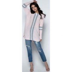 Odzież damska: Pudrowy Długi Sweter -Tunika z Kontrastowymi Paskami
