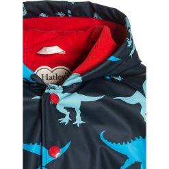 Hatley SILHOUETTE DINOS Kurtka przeciwdeszczowa dark blue. Niebieskie kurtki chłopięce przeciwdeszczowe Hatley, z materiału. W wyprzedaży za 164,25 zł.