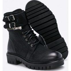 Steve Madden - Botki. Czarne buty zimowe damskie marki Steve Madden, z materiału, z okrągłym noskiem, na obcasie, na klamry. W wyprzedaży za 399,90 zł.