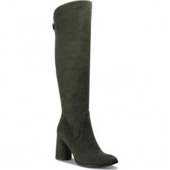 Kozaki BALDOWSKI - W00500-4359-002 Zamsz Zielony. Zielone buty zimowe damskie Baldowski, ze skóry, przed kolano, na wysokim obcasie. W wyprzedaży za 539,00 zł.