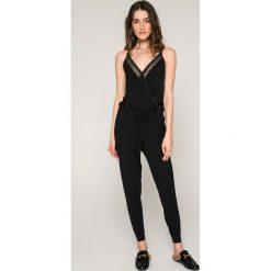 Calvin Klein Jeans - Kombinezon. Szare kombinezony damskie Calvin Klein Jeans, l, z dzianiny, na ramiączkach. W wyprzedaży za 329,90 zł.