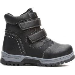 Czarne Traperki Persistently. Czarne buty zimowe chłopięce Born2be, ze skóry, na rzepy. Za 79,99 zł.