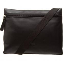 """Skórzana torebka """"Vora 2"""" w kolorze czarnym - 26,5 x 20,5 x 6 cm. Czarne torebki klasyczne damskie BREE, w paski, z materiału. W wyprzedaży za 318,95 zł."""