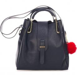 Skórzana torebka w kolorze granatowym - 38 x 32 x 13 cm. Niebieskie torebki klasyczne damskie Mia Tomazzi, z materiału. W wyprzedaży za 363,95 zł.