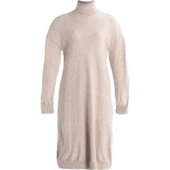 Sukienki dzianinowe: Noisy May Petite NMMOMO ROLL NECK Sukienka dzianinowa cream tan