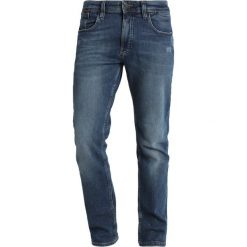 Tommy Jeans Jeansy Slim Fit illinois mid blue stretch destructed. Niebieskie jeansy męskie relaxed fit Tommy Jeans, z bawełny. W wyprzedaży za 411,75 zł.