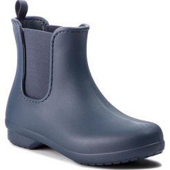 Kalosze CROCS - Freesail Chelsea Boot W 204630 Navy/Navy. Niebieskie buty zimowe damskie marki Crocs, z materiału. W wyprzedaży za 169,00 zł.